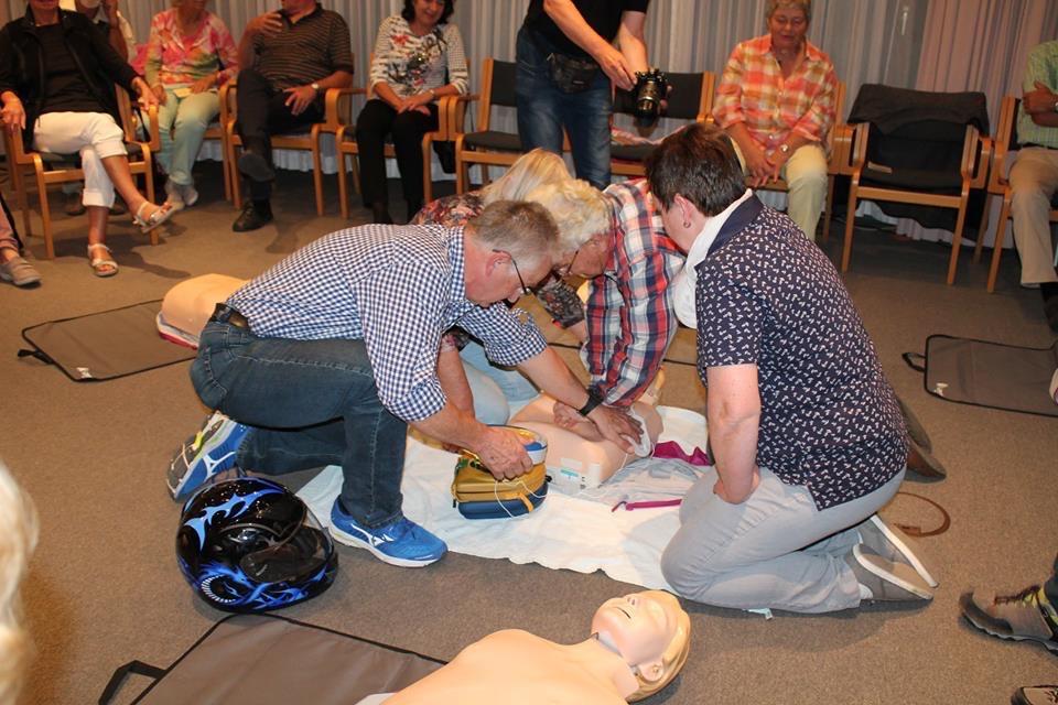 """""""Was tun, bis der Notarzt kommt?"""" Notfallhilfekurs am 17.10.2018 in Kooperation mit dem Krankenhaus Leonberg"""